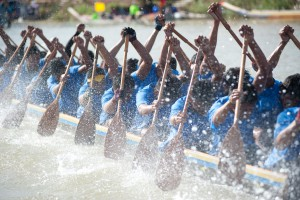 dragon boat splashing water