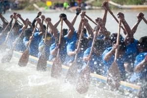 dragon boat splashing water